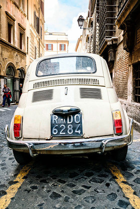 Alter Fiat 500 in Rom, Latium, Italien