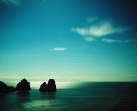 View towards the Faraglioni, Insel Capri, Provinz Naepel, Kampanien, Italien
