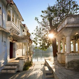 Treppenanlage Hanuman Ghat am Lake Pichola, Udaipur, Rajasthan, Indien