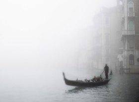 Gondel im Nebel, Venedig, Venetien, Italien