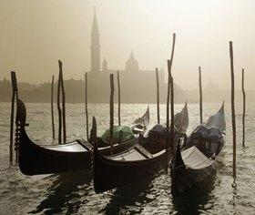 Gondeln vor San Giorgio, Venedig, Venetien, Italien