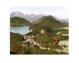 Bayern um 1900 in Farbe: Blick auf Schloss Hohenschwangau. Bayern, Deutschland. Handkoloriertes Glasdiapositiv