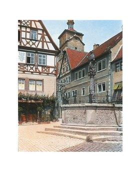 Bayern um 1900 in Farbe: Rothenburg ob der Tauber. Der Kapellenplatz mit dem Seelbrunnen. Handkoloriertes Glasdiapositiv