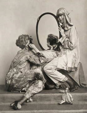 Madame d' Ora: Mode der Wiener Werkstätte, Faschingskostüme
