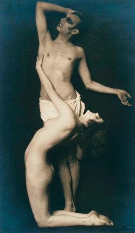 """Madame d' Ora: Anita Berber und Sebastian Droste in einer Tanzszene in dem Tanz """"Märtyrer"""""""
