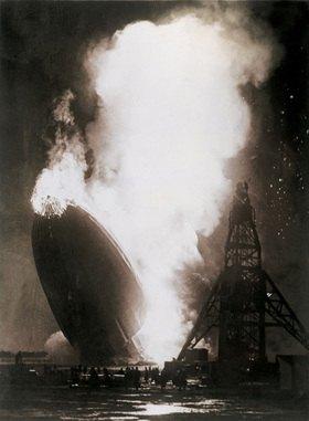 Luftschiff Hindenburg bei der Katastrophe in Lakehurst, Photographie