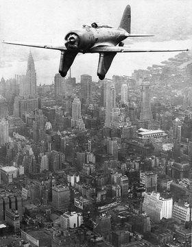 In einem für damalige Verhältnisse besonders schnellen Eigenbauflieger flog Major Severesky von Australien über London nach New York. Photographie