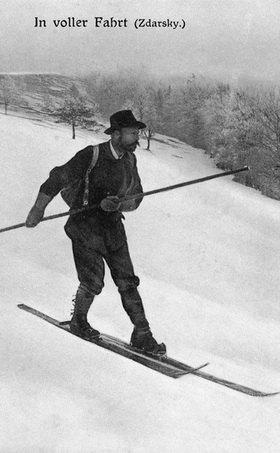 Matthias Zdarsky aus Lilienfeld, der Pionier des alpinen Skilaufs , der 1896 diesen alpinen Sport aus der Taufe hob. Photographie