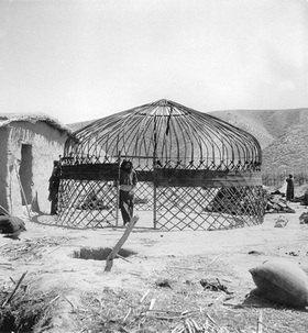 Rohbau einer Turkmenenbehausung im Iran. Photographie