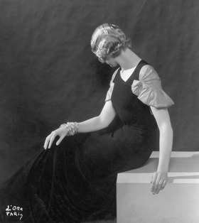 Madame d' Ora: Sommerabendkleid von Mirande. Paris
