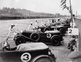 Der Start zum Great Motor-Race. Brooklands, England. Photographie