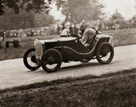 Junge Rennfahrer beim Jugend-Automobilrennen
