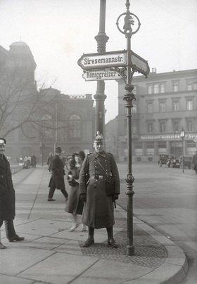 Die nach dem deutschen Politiker Gustav Stresemann benannte Straße in Berlin-Kreuzberg, Photographie