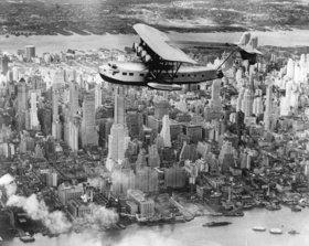 Amerikas zweitgrösstes Wasserflugzeug über Manhattan USA. Photographie