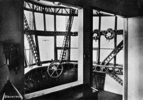 Steuerraum des Zeppelin Luftschiffes LZ 127. Photographie