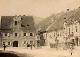 Außenansicht des Rathauses in Kapfenberg in der Steiermark. Photographie