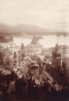 Blick von der Salzburger Festung auf die Stadt während einer Ueberschwemmung. Photographie