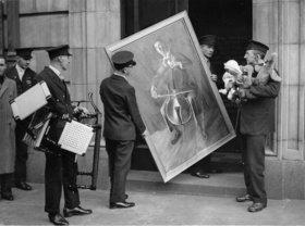 Exponate der Kunstausstellung der Londoner Eisenbahner. London. England