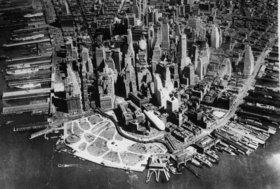 Zeppeline der US Armee bei einem Manöver über New York. Amerika. Photographie