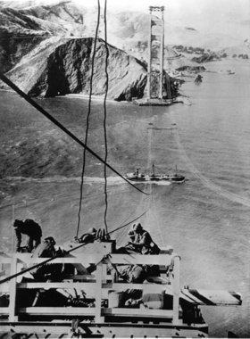 Bauarbeiten an der Golden Gate Bridge, der damals langsten Hängebrücke der Welt. San Francisco. Photographie