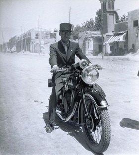 Motorradfahrer. Iran. Photographie
