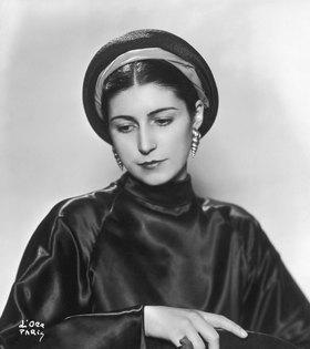 Madame d' Ora: Die Frau des Modeschöpfers Jacques Le Monnier. Photographie von d'Ora