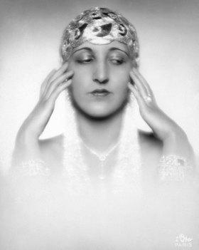 Madame d' Ora: Die amerikanische Tänzerin Dora Duby. Photographie von d'Ora