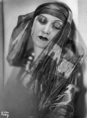 Madame d' Ora: Prinzessin Leila Bederkhan, die kurdische Tänzerin. Photographie von d'Ora