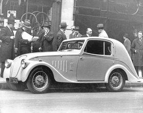 Stromlinienförmiges Automobil. Photographie