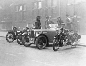 Scotland Yard präsentiert der öffentlichkeit ihre Automobile und Motorräder. Photographie. London, England