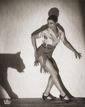 Madame d' Ora: Madame Dove, Photographie von Madame d'Ora