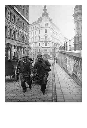 Emil Mayer: Mit dem Handwagen unterwegs (in I. Stubenbastei)