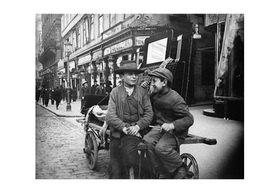Emil Mayer: Children at work in Vienna, cir
