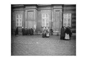 "Emil Mayer: ""Reibfrauen"" (maids for rough homework); At the Church To The Nine Choirs, Am Hof in Vienna, cir"
