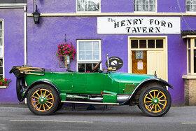 Ford T Touring 1923 vor Henry Ford Tavern