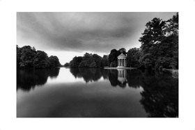 """Sigrid Neubert: Aus dem Buch """"Ein Garten der Natur"""", eine Hommage an den Gartenarchitekten Friedrich von Sckell.Fotografiert im Nymphenburger Schlosspark in München"""