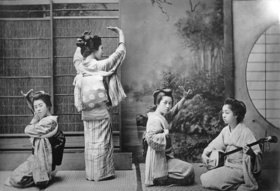 Japan Tänzerinnen beim Teehaustanz