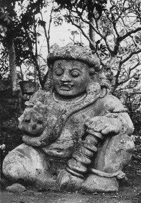 Gebrüder Haeckel: Indonesien, Java: Steinerne Buddha - Figur