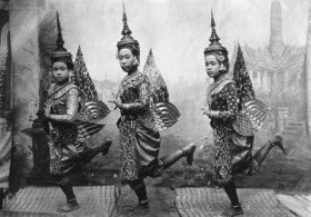 Gebrüder Haeckel: Thailand: Siamesische Taenzerinnen mit Kronen, um 1910er Jahre