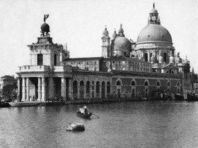 Gebrüder Haeckel: Venedig, Canal Grande, das alte Zollamt und die Barockkirche Santa Maria della Salute