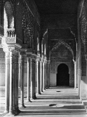 Gebrüder Haeckel: Granada, Alhambra: Zum Loewenhof fuehrende Saeulenhalle