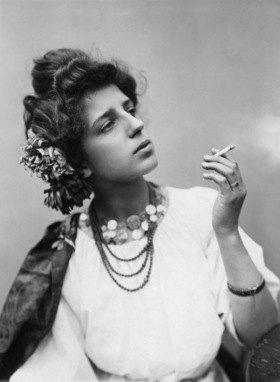 Gebrüder Haeckel: Rauchende Spanierin