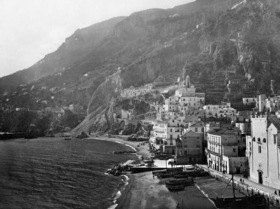 Gebrüder Haeckel: Italien, Kampanien: Blick auf Amalfi