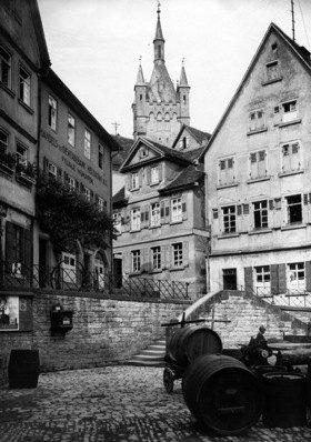 Bad Wimpfen: Weinfaesser auf der Strasse - Erschienen in:  'Berliner Illustrirte Zeitung'  47/1927