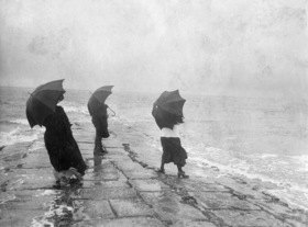 Gebrüder Haeckel: East Frisian Islands, Borkum: People on the pier in the rain