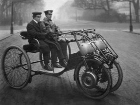 Alte Autos: Automobil mit Vorderradantrieb (Lawson, London)