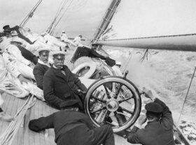 Lipton, Thomas, Begruenderder Teemarke Lipton auf seiner Segelyacht 'Shamrock III'