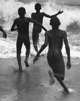 Martin Munkásci: Liberia, Kinder laufen ins Meer, erschienen in Die Dame